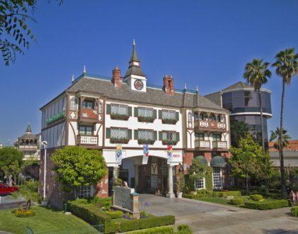 Camelot Inn & Suites