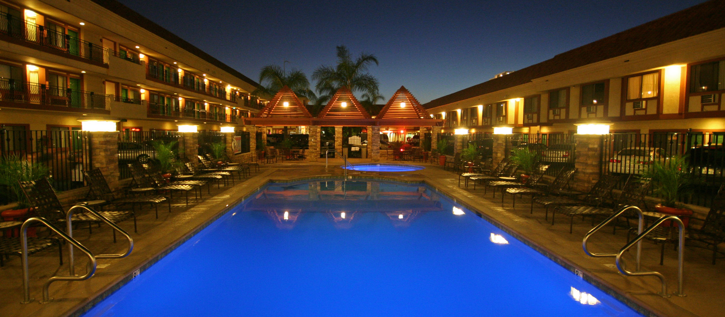 Pool Courtyard View of Tropicana Inn and Suites