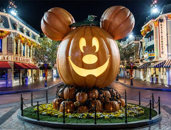 large pumpkin display at Disneyland Park