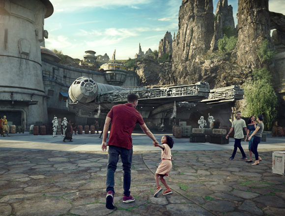 father and daughter at Star Wars: Galaxy's Edge