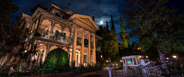 the haunted mansion ride at disneyland resort